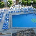 Vue de notre balcon (piscine de l'hotel)