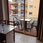 Stanza per tre persone, balcone