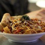 Spaghetti aux tomates et boeuf braisé