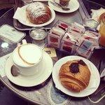 Brioche alla crema, nutella ed un buonissimo cappuccino