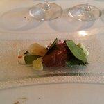 Ensalada de chocolate con granizado de vinagre de sidra y guacamole