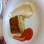 Exquisito pastel de verduras con mayonesa y tomate