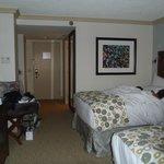 quarto grande e camas confortaveis.