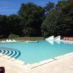 Super piscine vite remplie quand les enfants arrivent mais tout le monde en profite
