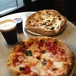 マルゲリータがピッツァの基本ですね。