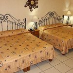 habitacion con 2 camas matrimoniales