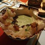 Sashimi de vieira y codium.