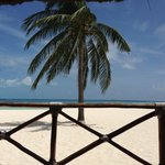 esta es la playa tomada desde el restaurante