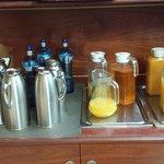 Le brocche di caffè/acqua calda/latte/succhi