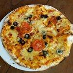 Pizza : Margherita + Olive ( Sandy )