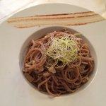 Spaghettoni di farro con bottarga, lime e finocchietto selvatico: ottimi!