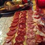 Planche de charcuterie de PataNegra & pan con Tomate