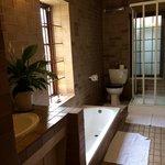 The bathroom at Arum Cottage
