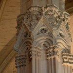 Chapiteau rénové dans la salle du conseil de Charles V
