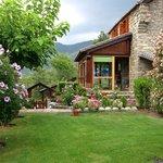 Entrada jardín y sala porche