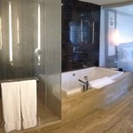 Mandaring Oriental Suite Bathroom