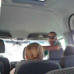 Igor o guia,conversando com turistas espanhós.