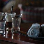 Cet accueil avec du café et du jus de tamarin est sublime