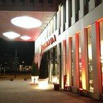 der Haupteingang des H2 Hotels