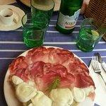 Crostoni carciofi mozzarella e fiocco di Parma