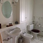 River suite bathroom