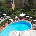 Excellently maintatined pool area, good loungers, parasols, daily towels