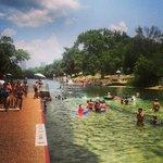 Vista do Barton Springs Pool.