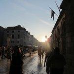 Scorcio dello Stradun al calar del sole