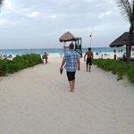 walk way to thr beach