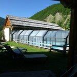 piscine chauffée à parir de la terrasse de la chambre grand confort