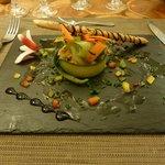 délicieux tartare de saumon, présentation soignée