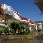 Win Sein Taw Ya - Reclining Buddha with water sled