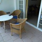 Balkon mit Sitzgelegenheit und Handtuchhalter (nicht sichtbar)