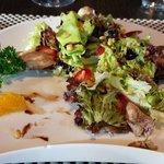 Sympathique salade de cailles.