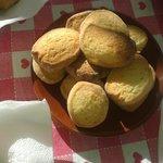 biscotti fatti in casa duri come pietra.