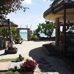 Acces plage par bar de la plage
