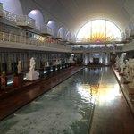 Le bassin de La Piscine et ses galeries d'exposition