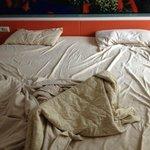 это цвет белья и размер подушек
