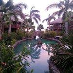 Zoutwaterzwembad bij de 'huisjes'