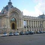 Fachada principal del Petit Palais.