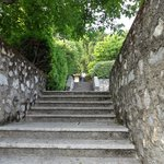 Treppe zum Hotelgelände