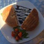 La ftira,un semplice panino con tonno e capperi