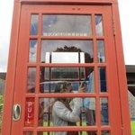 cabine téléphonique devant le musée