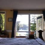 Photo de Arbutus Point Oceanfront Bed and Breakfast