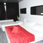 Letto matrimoniale e letto aggiuntivo junior suite 402.