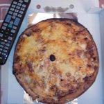 Pizza mediana, supuestamente, para dos personas