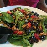 Salade anti oxydant aux fruits rouges  Un délice