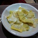 Ravioli au fromage. Une sauce délicieuse !