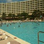 Area de piscina, muy bonito !!!!
