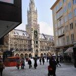 A wider view of the Marienplatz